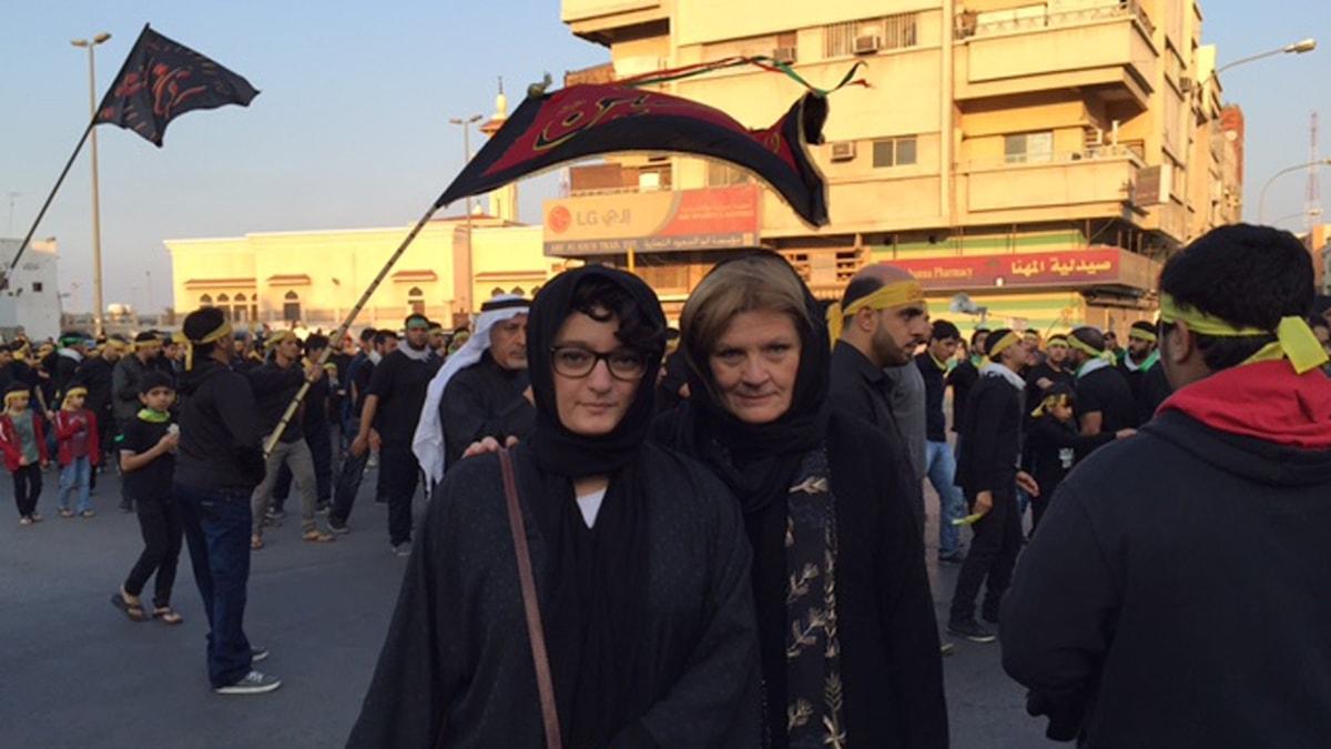 Mellanösternkorrespondenten Cecilia Uddén och före detta trainee-korrespondenten Nivette Daoud i Qatif. Foto: Cecilia Uddén/Sveriges Radio.