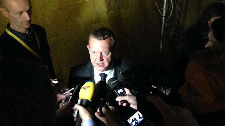 Danmarks statsminister Lars Løkke Rasmussen talar ped reportrar i Valletta på onsdagen. Foto: Wiktor Nummelin/TT