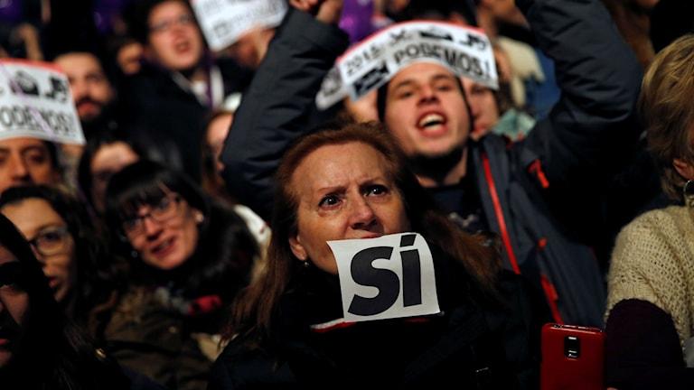 Väljare som stöttar det nybildade socialistpartiet PODEMOS. Foto: Daniel Ochoa de Olza/TT.