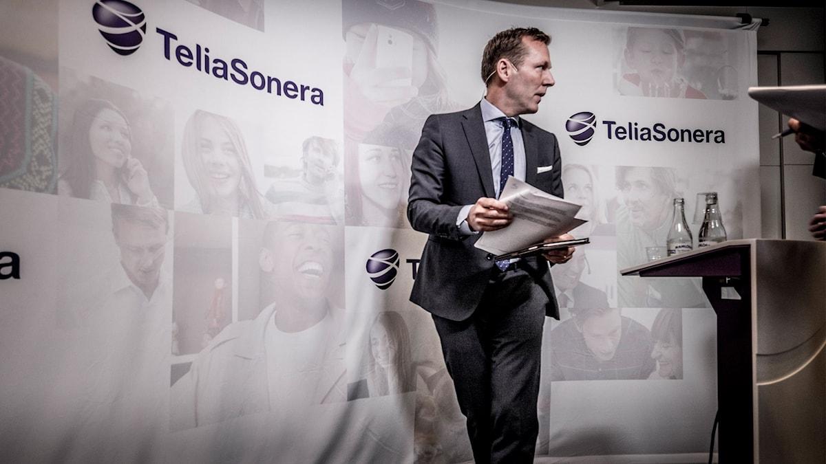 Telia Soneras vd Johan Dennelind  vid en presskonferens