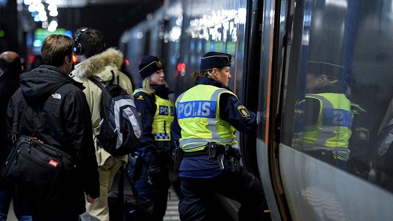 Öresundståg id-kontroller poliser.