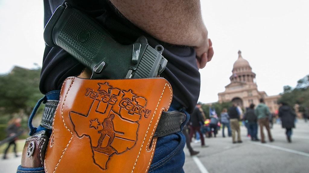 "Pistolhölster med texten ""Texas Carry"". Foto: Ralph Barrera/TT."
