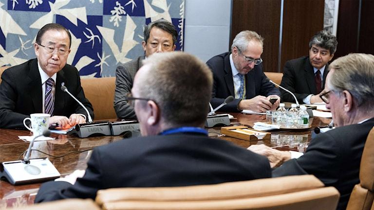 Ban Ki Moon leder säkerhetsrådets extrainsatta möte.
