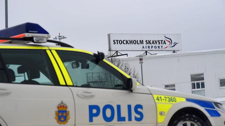 Stora delar av Skavsta flygplats i Nyköping har spärrats av sedan en väska med explosivt pulver påträffats vid incheckningen. Foto: Pontus Stenberg/TT.