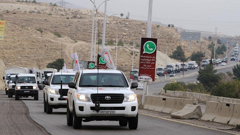 En hjälpkonvoj med mat, medicin och filtar lämnade tidigare i dag Damaskus. Foto: Louai Beshara/AFP/TT.