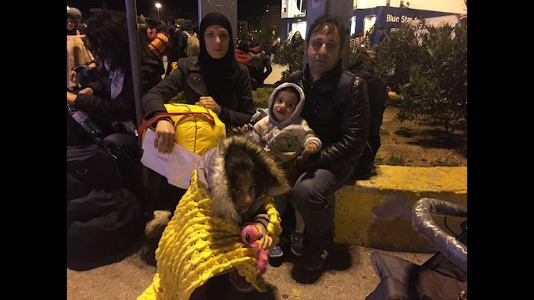 En färja med 1200 flyktingar och migranter anländer Piraeushamnen i Aten. Foto: Johanna Melén/ Sveriges Radio.