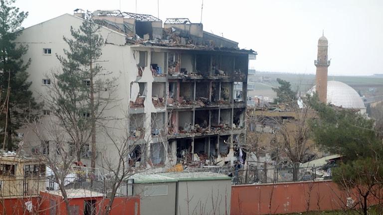 Fasader i Cinar i sydöstra Turkiet har raserats av bomben. Foto: Katja Magnusson/ Sveriges Radio.
