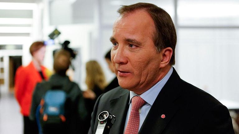 Statsminister Stefan Löfven blir intervjuad. Foto: Christine Olsson / TT