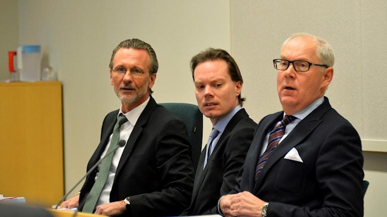 Thomas Olsson, advokat, tillsammans med SD:s riksdagsledamot Martin Kinnunen vars rättegång inleds Södertörns tingsrätt i dag. Fälls han för grovt skatte- och bokföringsbrott kan straffet bli fängelse. Foto: Marcus Ericsson/TT