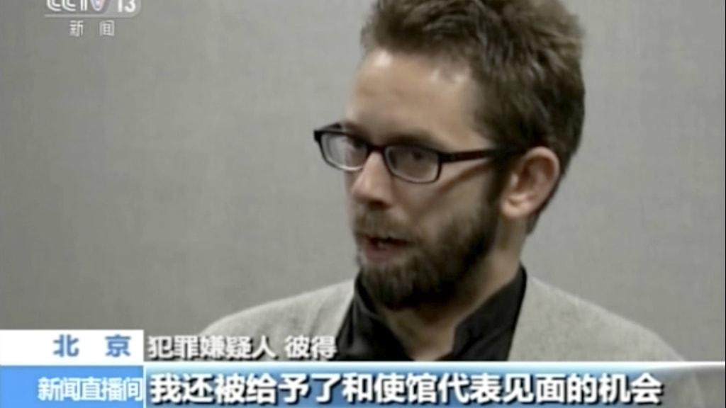 Fängslade svensken Peter Dahlin framträdde i kinesisk statlig tv. Foto: CCTV.