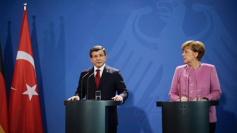 Turkiets premiärminister och Tysklands förbundskansler håller presskonferens. Foto: Markus Schreiber/TT.