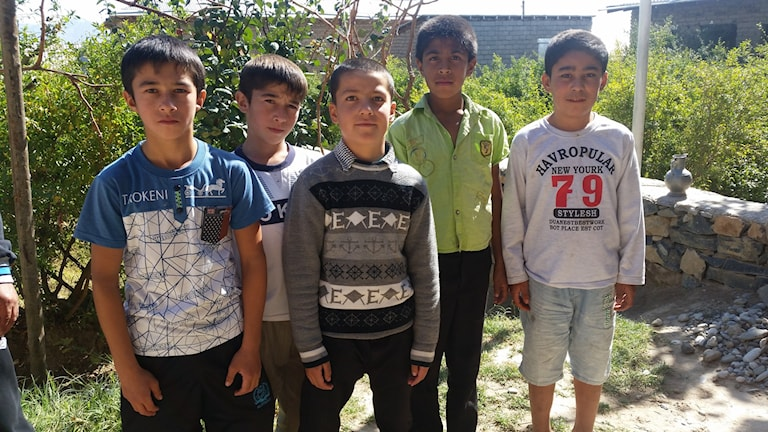 Barn i by i södra uzbekistan