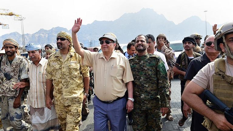 Jemens president Abd Rabbu Mansur Hadi hälsar vid ett besök i Adens hamn tidigare i januari. Arkivbild.
