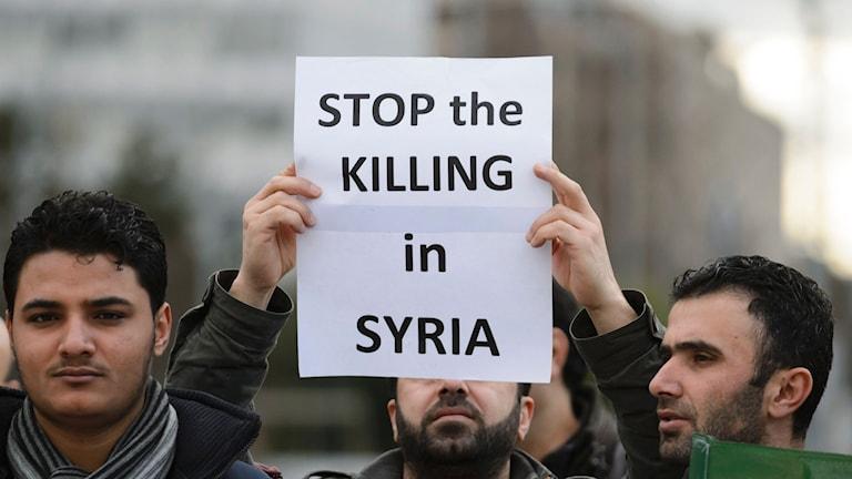 Protester utanför FN:s lokaler i Genève. Foto: Fabrice Coffrini/TT.