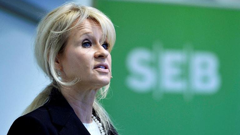 SEBs vd Annika Falkengren presenterar företagets delårarapport under en pressträff på huvudkontoret i Stockholm.