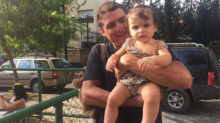 Brasilianaren Mario Alves och hans dotter.