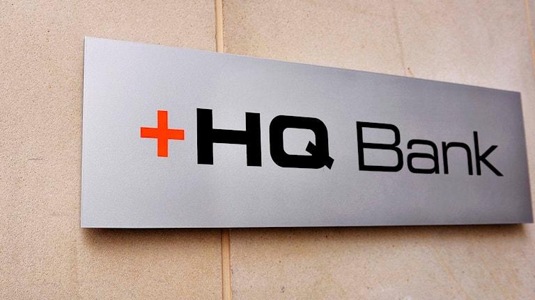 En skylt där det står HQ Bank.