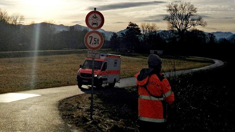 En räddningshelikopter deltar i arbetet efter tågolyckan i södra Tyskland. Foto: Paul Winterer/TT.