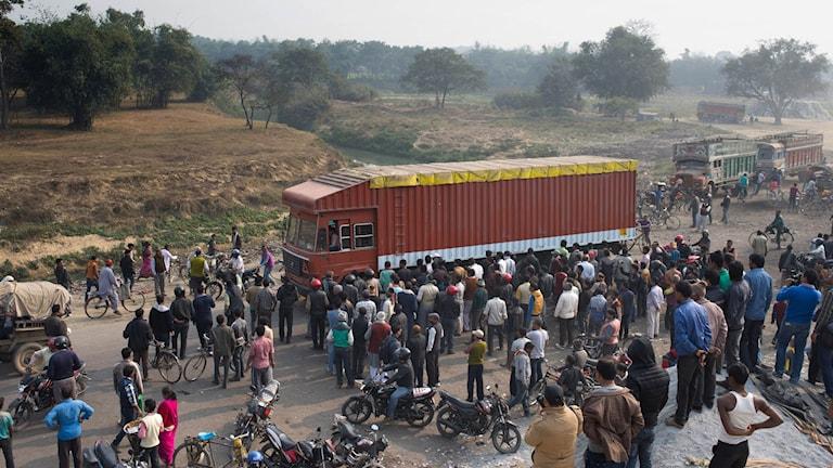 För första gången på månader rullade varulastbilar över den indisk-nepalska gränsen vid Birgunj på fredagen.