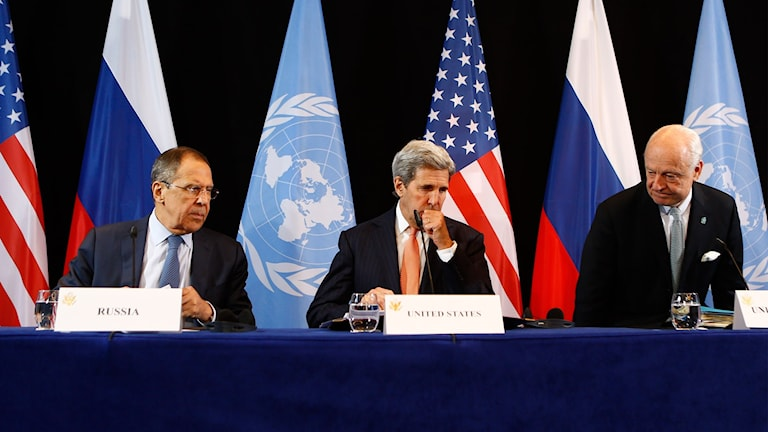 USA:s utrikesminister John Kerry, Rysslands utrikesminster Sergey Lavrov, och FN:s Staffan de Mistura.