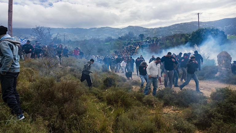Polis sköt tårgas mot demonstranter på turistön Kos.