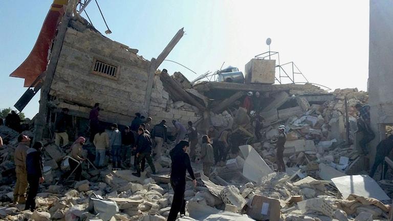Ett av Läkare utan gränsers sjukhus bomades i dag i Norra Syrien