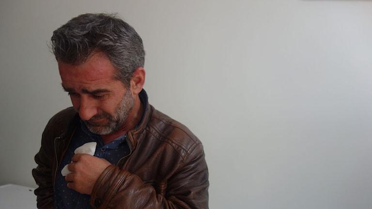 Abdallah Khatib har inte klarat av att berätta för sin dotter att hennes syskon och mamma har dött.