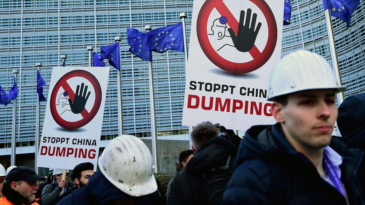 Protesterande stålverksarbetare i Bryssel 15 februari.