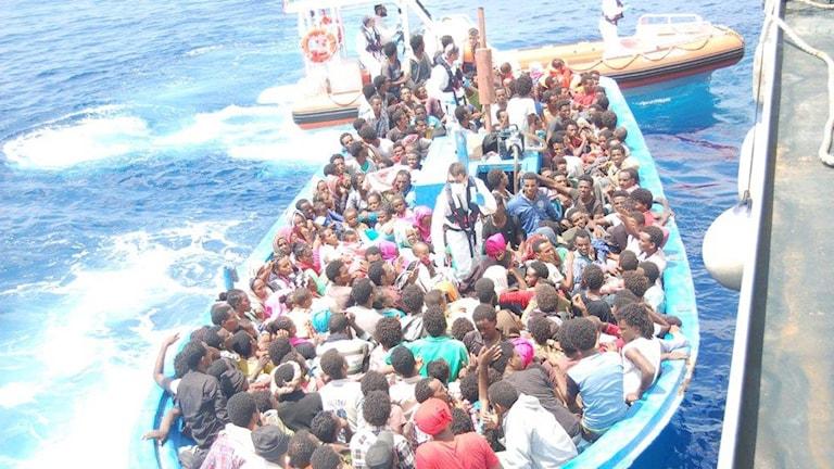 Båtflyktingar på Medelhavet som räddats till Italien.