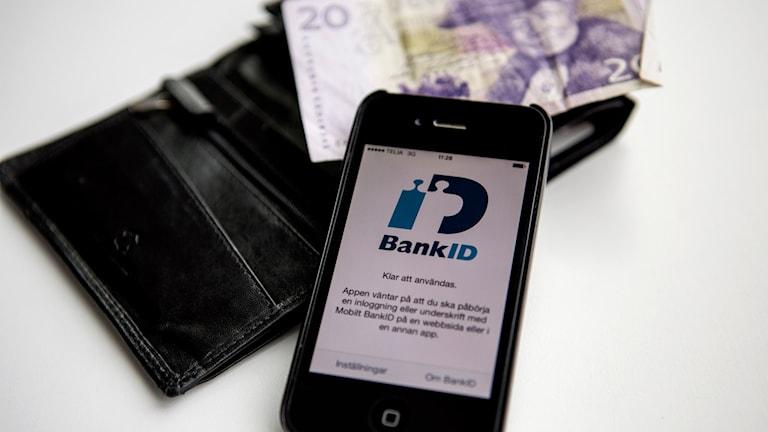Smartphone med appen BankID