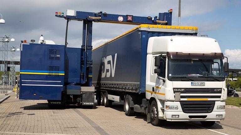 Lastbil scannas i Tullen, Lernacken i Malmö.