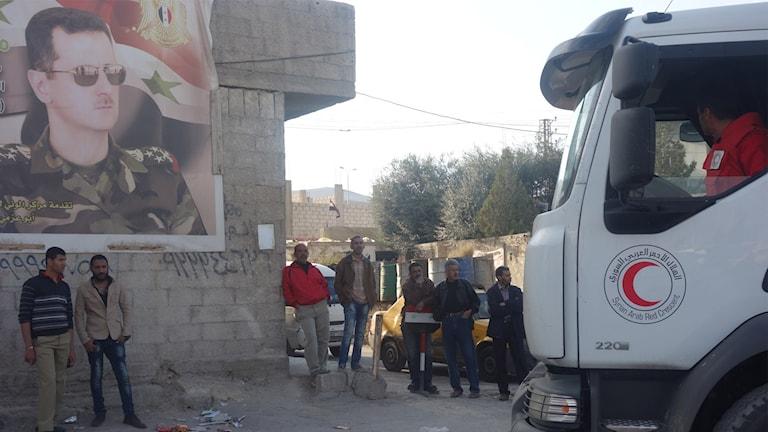 Hjälpsändningarna passerar regimområden på väg mot rebellkontrollerade delar.