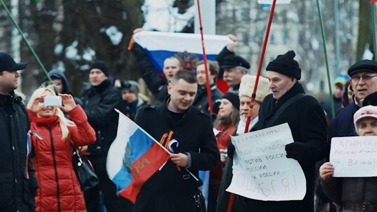 """Prorysk demonstration i Riga 2014. Bild från filmen """"The Master Plan""""."""