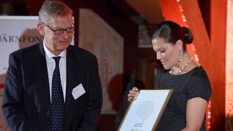 Professor Bengt Winblad och kronprinsessan Victoria.