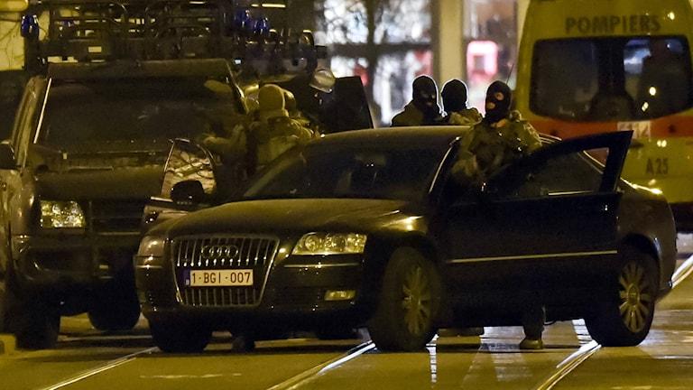 Polisens specialstyrkor i Bryssel positionerar sig.