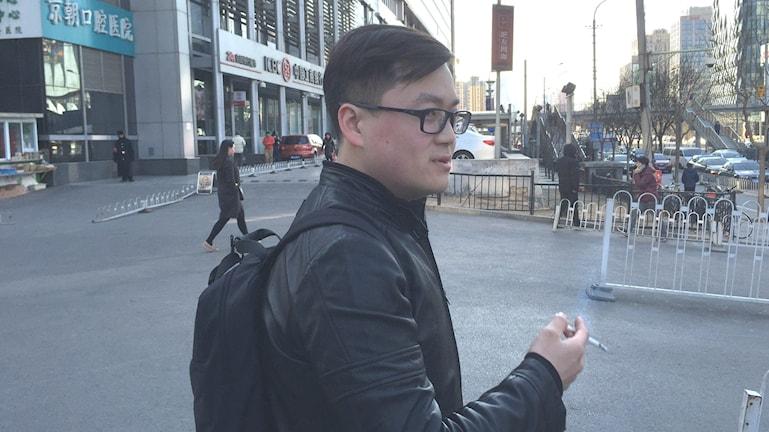 29-årige rökaren Xiong Shi Yang i Peking