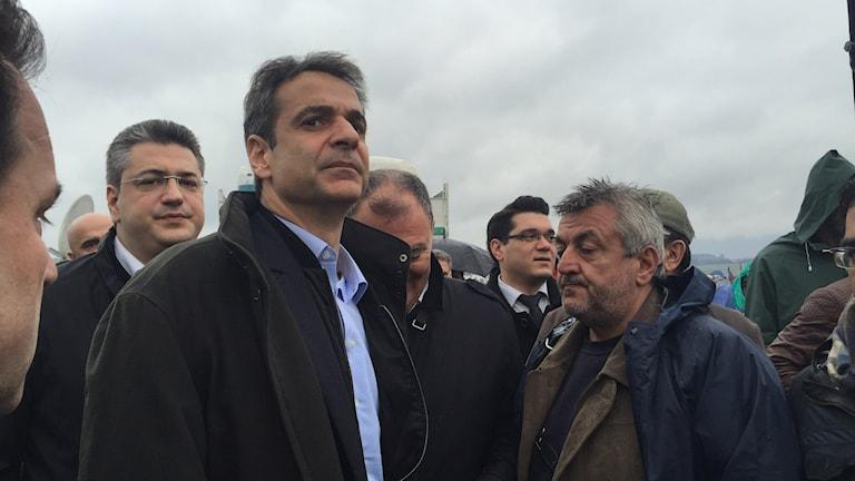 Oppositionsledaren Kyriakos Mitsotakis anklagar Greklands regering för att ha förlorat kontrollen över flyktingkrisen i landet.