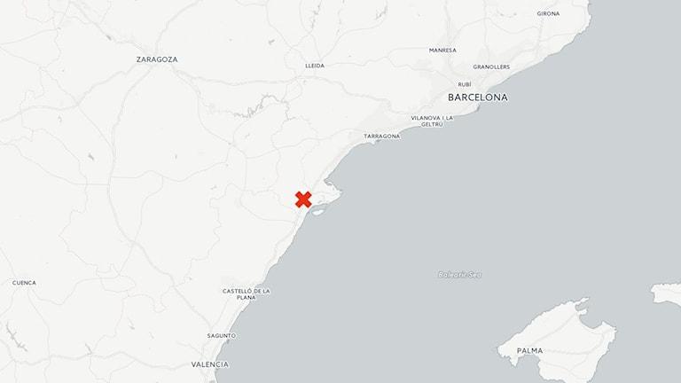 Minst fjorton personer har omkommit när ett fordon kolliderade med en buss i Freginals, rapporterar El Pais.