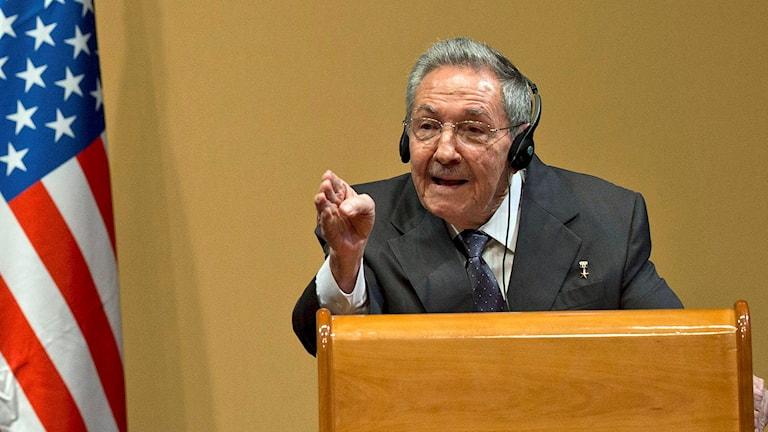 Kubas president Raúl Castro svarar på frågor under presskonferensen.