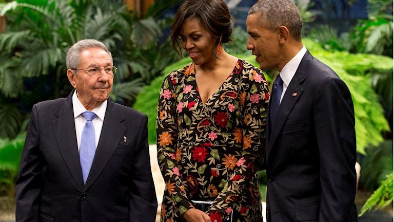 Kubas president Raul Castro tillsammans med makarna Obama.