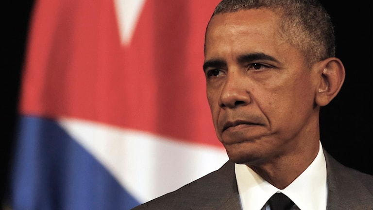 Barack Obama pausar under sitt tal i Havanna, Kuba.