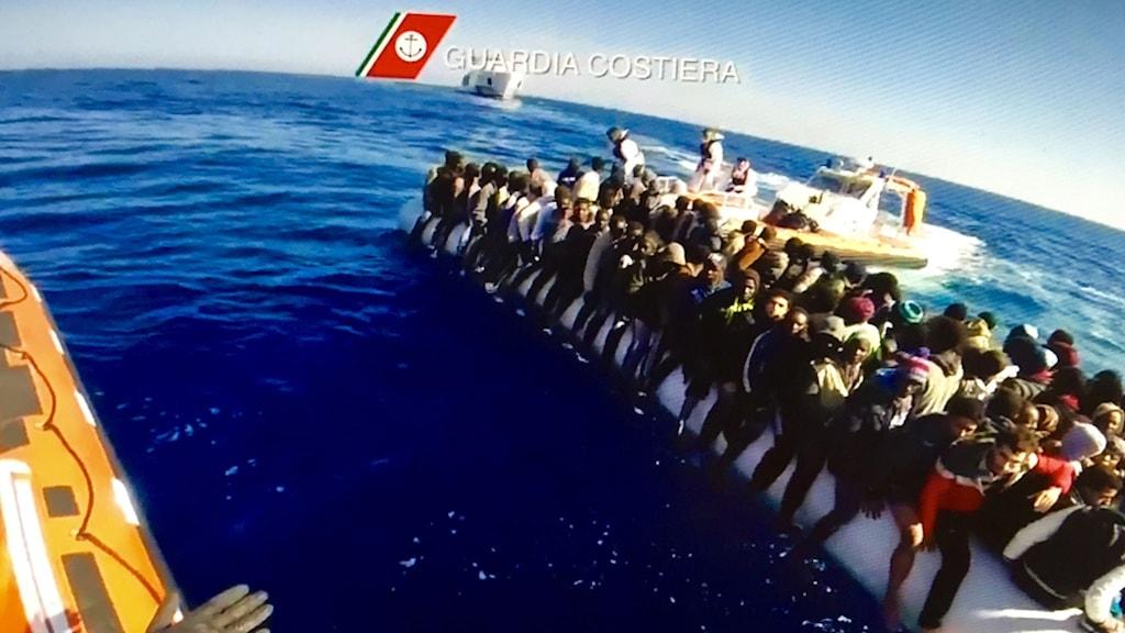 Italiensk räddningsinsats på Medelhavet. Foto: Guardia Costiera