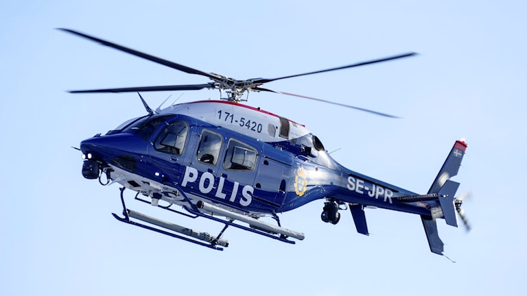 Helikopter med texten Polis.