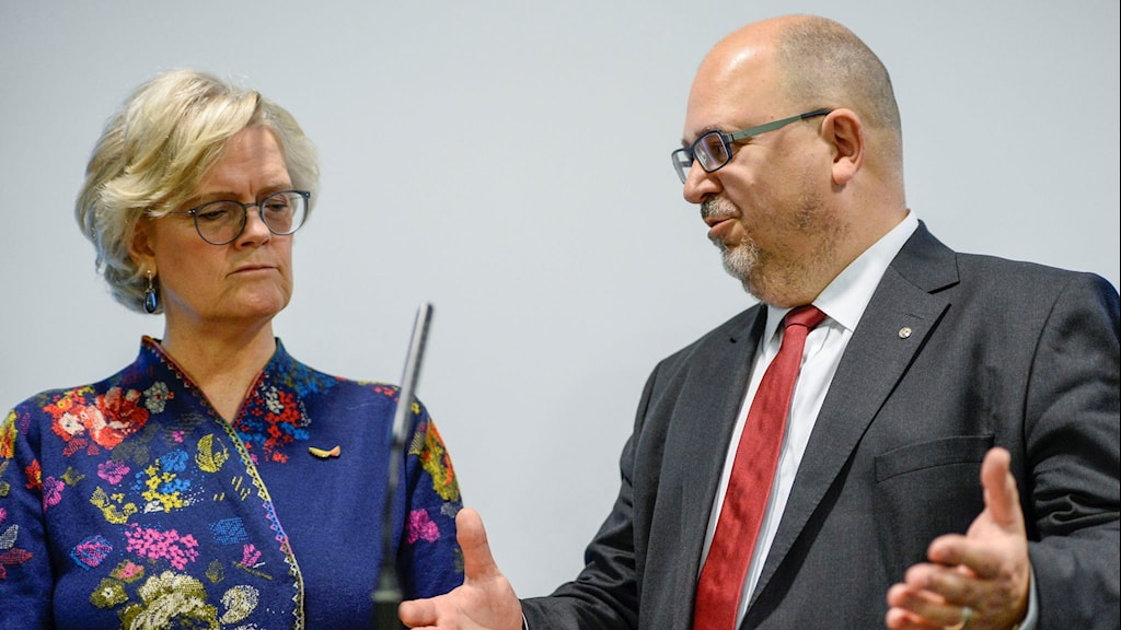 Karl-Petter Thorwaldsson, LO-ordförande, och Carola Lemne, vd Svenskt Näringsliv, håller presskonferens med anledning av årets avtalsrörelse.