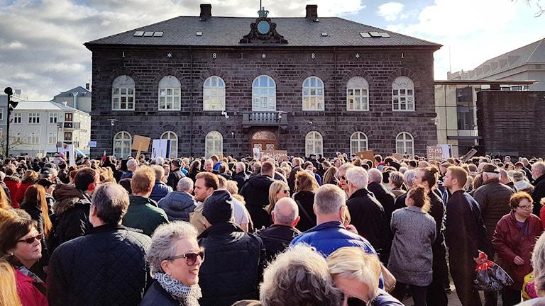 Demonstration utanför Islands parlment.