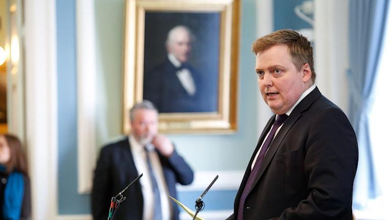 Islands premiärminister Sigmundur Davíð Gunnlaugsson talar i parlamentet.