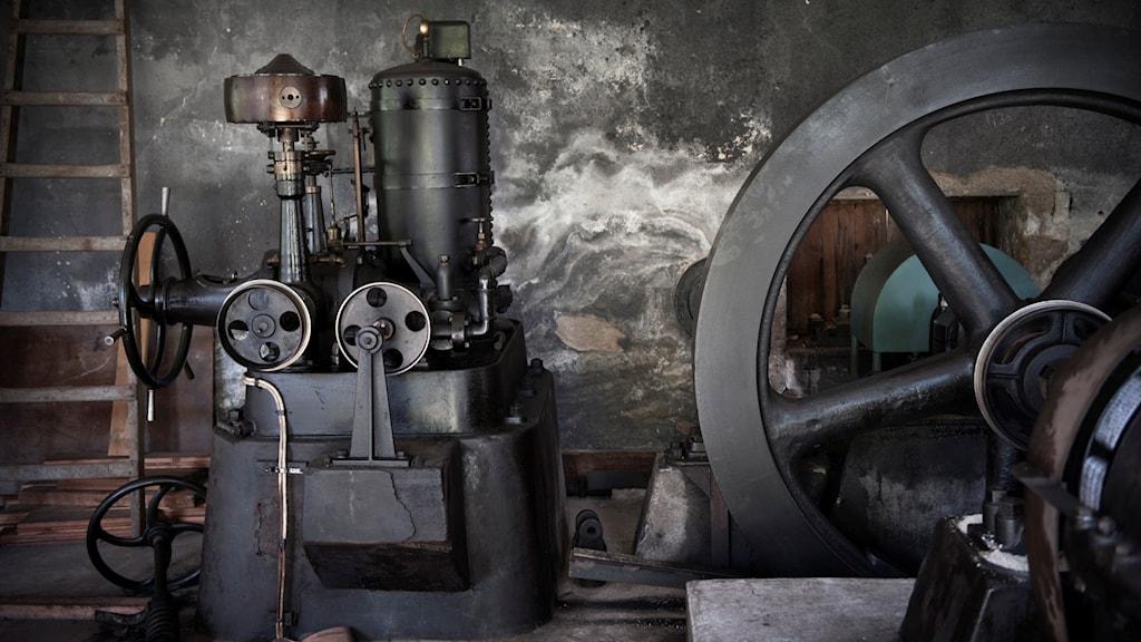 Interiör från ett äldre vattenkraftverk.