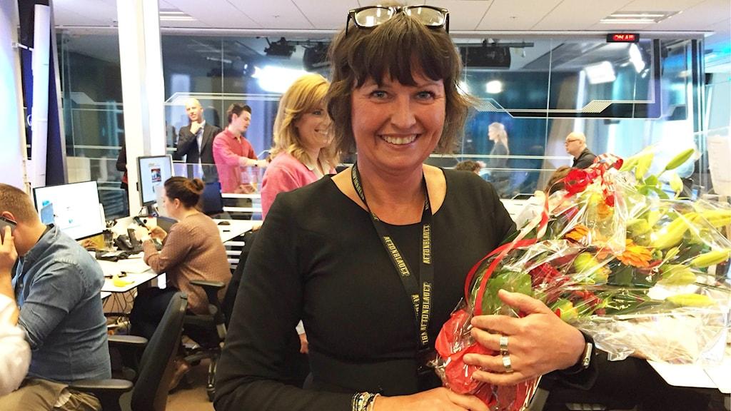 Sofia Olsson Olsen mottar gratulationer på Aftonbladets redaktion. Foto: Aftonbladet