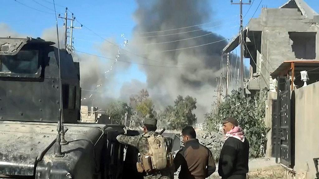 Flyganfall mot IS-ställningar i staden Ramadi i Irak i december 2015.