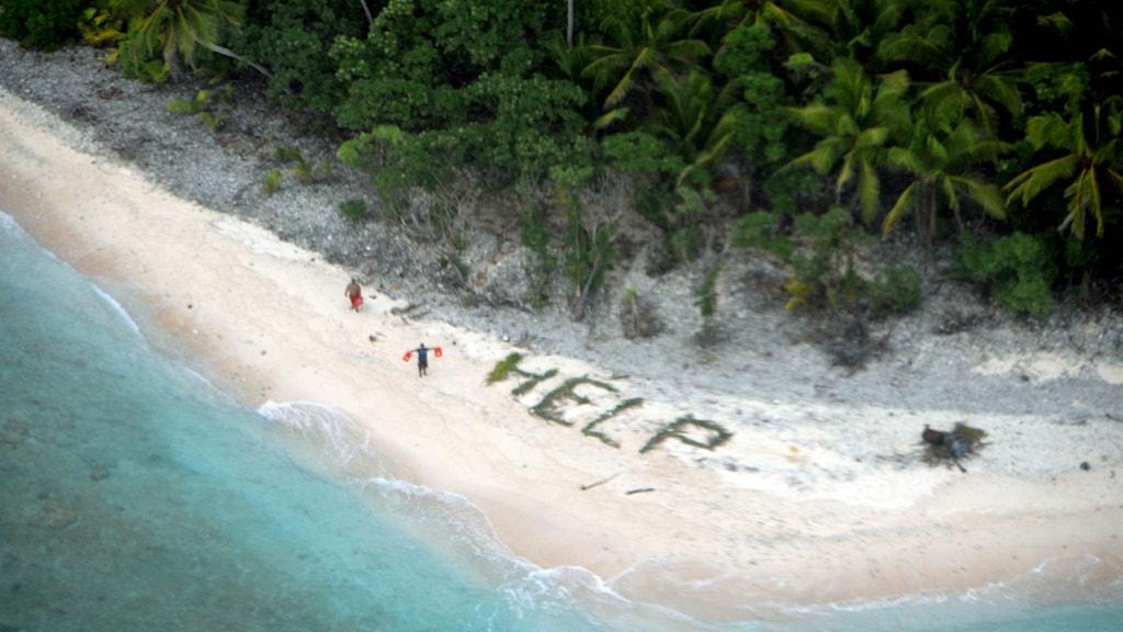 Bilden på de strandade när de upptäckts av amerikanska flottans bevakningsflygplan.